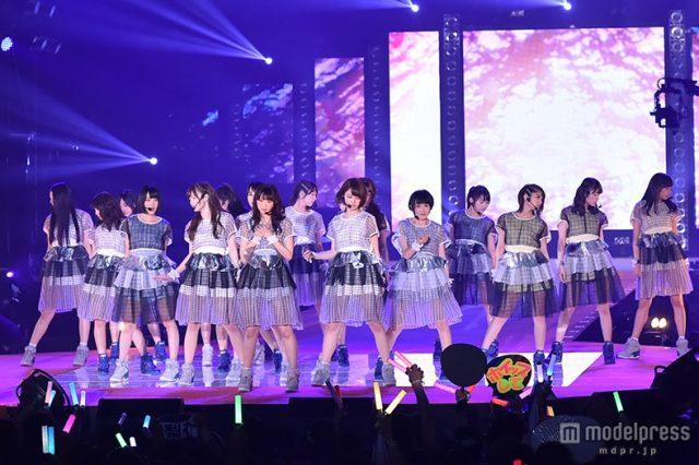 """乃木坂46、ノンストップライブで観客熱狂「GirlsAward」""""常連""""の迫力魅せる"""